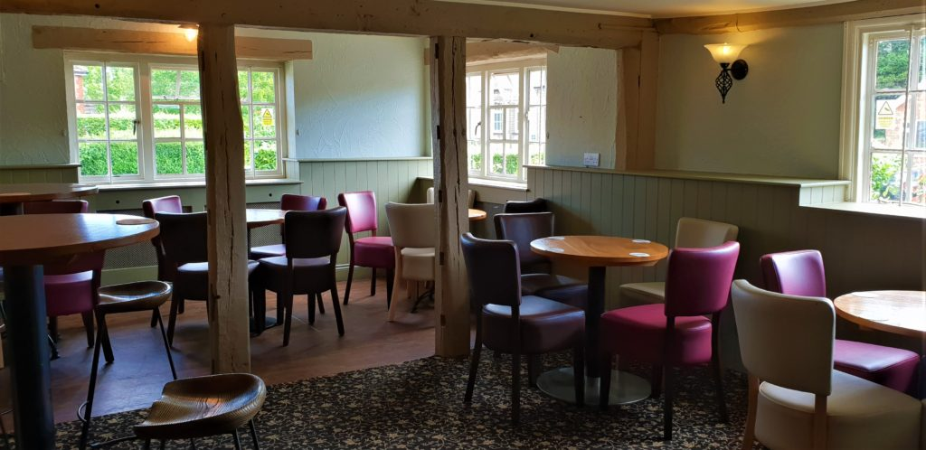 dining room at chequers pub stotfold